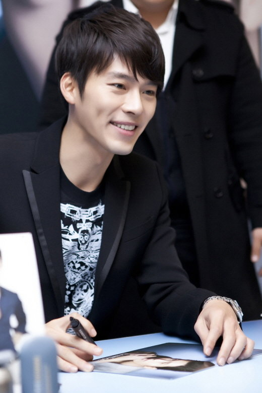 hyun bin fan sign 2